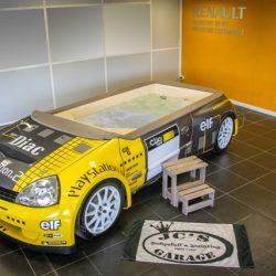 clios1600-voiture-jacuzzi-piscine-renaultsport-2